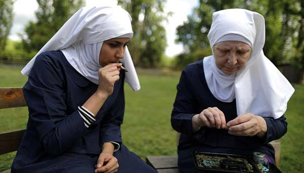 nonne-drogue-cannabis Des nonnes du Vatican vendent leur virginité aux enchères pour acheter de la drogue