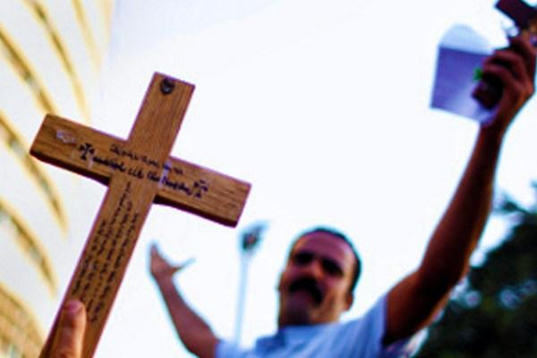 """Il crie """"Au nom de Dieu"""" et tente un attentat catholique, il est considéré """"déséquilibré"""" et relâché le lendemain"""