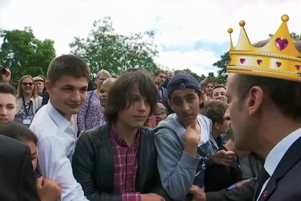 """""""Tu m'appelles Votre Altesse ou Votre Majesté … """" Emmanuel Macron recadre un adolescent qui l'appelle """"Manu"""""""