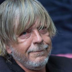 """Renaud annonce qu'il va rebaptiser sa chanson """"Manu"""" et l'intituler """"Monsieur Le président"""""""