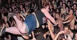 USA : 6 morts écrasés sous le poids d'une femme réalisant un crowd-surfing lors d'un concert