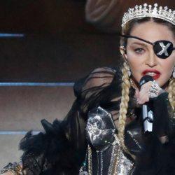 Madonna a perdu son œil à cause d'un tir de LBD - Les cordes vocales sont touchées