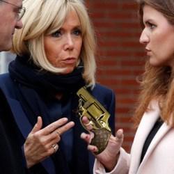 Brigitte Macron a offert un revolver Louis Vuitton à Marlène Schiappa pour se protéger des Gilets Jaunes