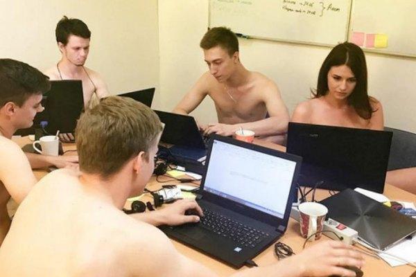 Ces employés viennent travailler nus pour suivre les conseils de Agnès Buzyn sur la canicule au travail