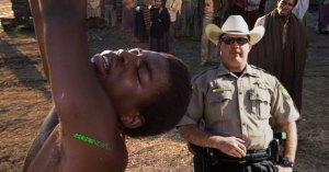 Au Texas la police fouette et marque au fer rouge les prisonniers noirs