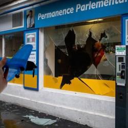 11 septembre français : un avion téléguidé dans la vitrine d'une permanence LREM