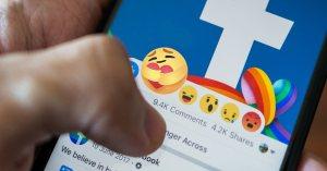 "Nouvel Emoji ""solidaire"" de Facebook : la paix dans le monde progresse de 17% !"