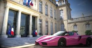 Brigitte Macron s'offre une Ferrari avec les amendes pour non-respect du port du masque