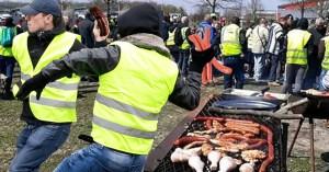Bagarre à coups de merguez entre GJ rodriguesiens et bigardistes après un barbecue raté