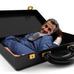 Condamné, Nicolas Sarkozy s'enfuit à l'étranger caché dans une mallette