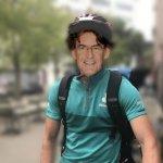 Luc Ferry devient livreur Deliveroo pour arrondir ses fins de mois difficiles