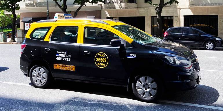 How does a taxi in Buenos Aires look like