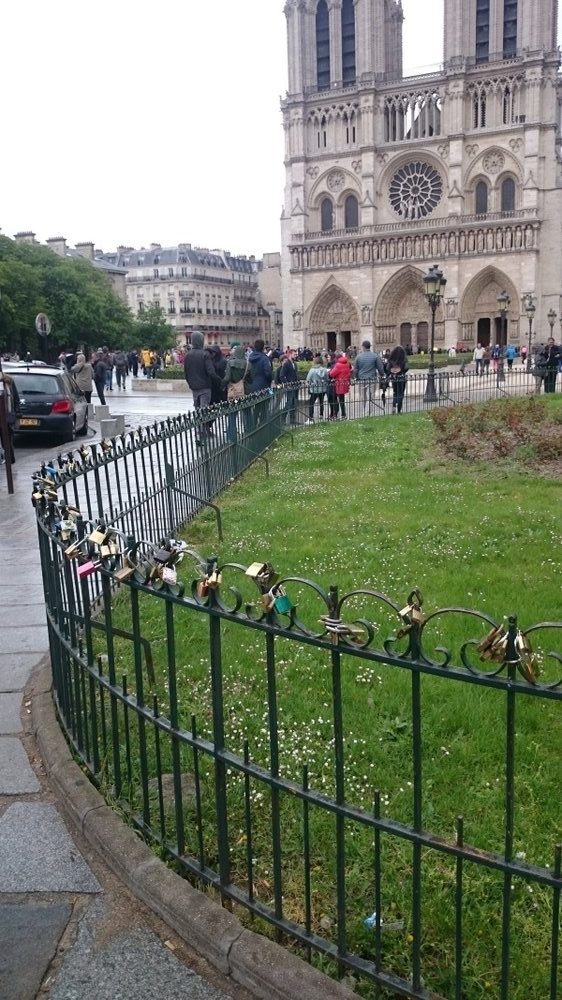 padlocks ruining Notre Dame
