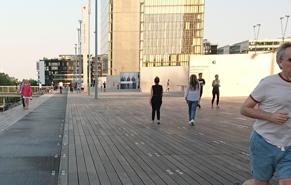 running at Bibliotheque