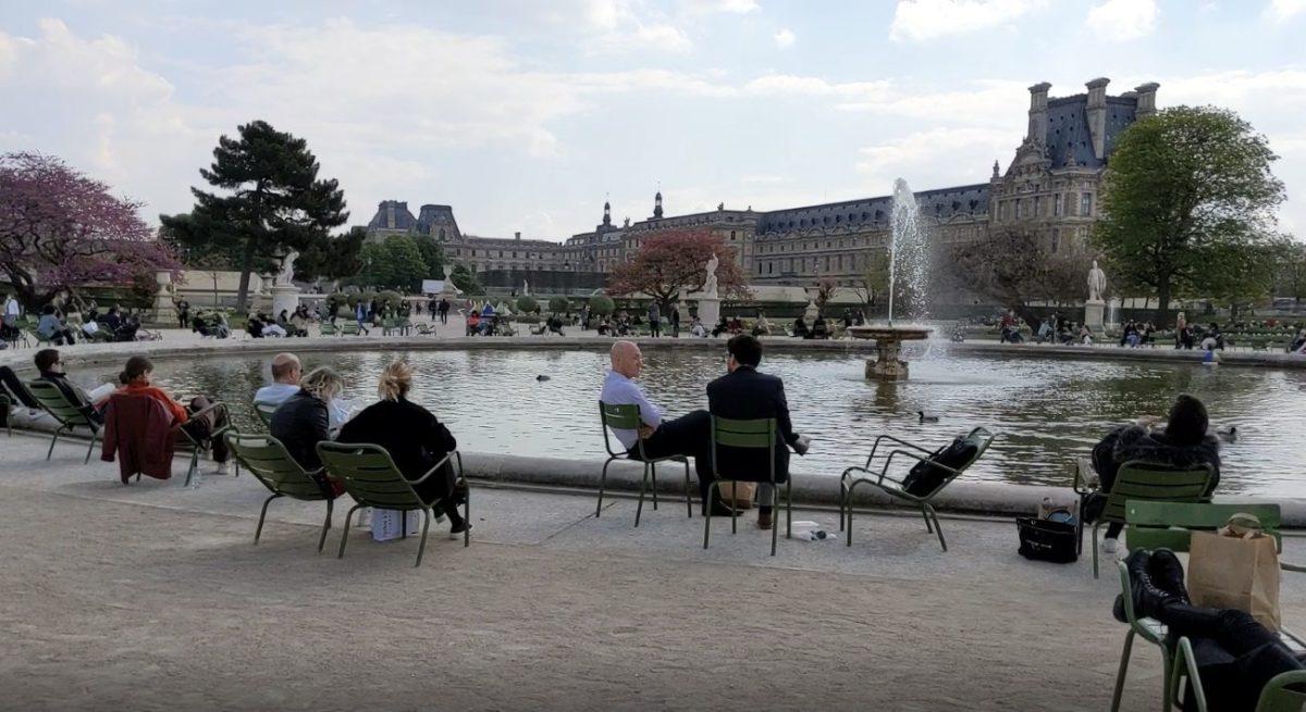 Parisians at the Bassin Tuileries
