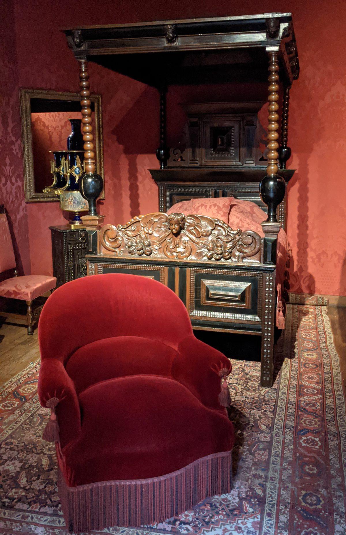Victor Hugo's bed