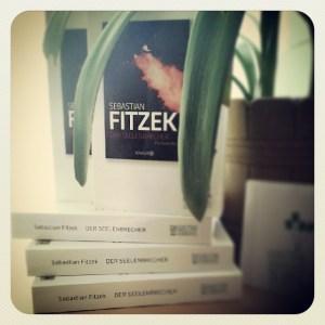 """Willkommen, willkommen zum #WelttagDesBuches ihr könnt auf meinen blog www.secretsofrock.net eines von fünf Exemplaren von """"Der Seelenbrecher"""" von Sebastian Fitzek gewinnen. Viel Glück!#lesefreunde #lesefreude"""