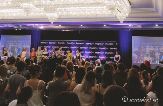 Foto von den Stars bei der Begrüßung
