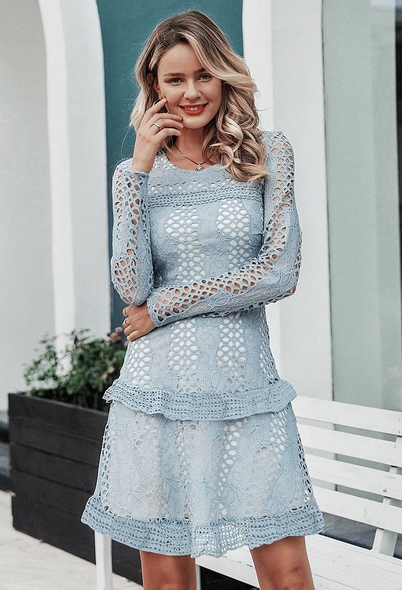 Sukienka Koronkowa Błękitna Niebieska z Długim Rękawem
