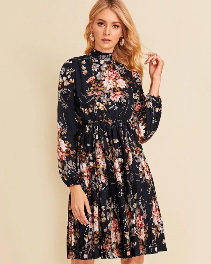 Sukienka Granatowa w Kwiaty z Długim Rękawem Przed Kolano