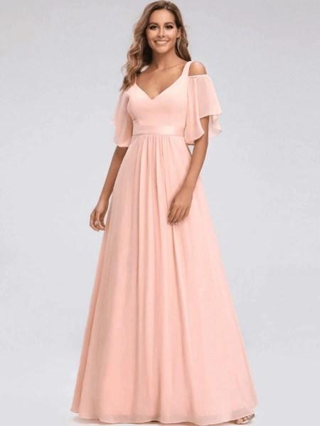 Sukienka Długa Brzoskwiniowa Rozkloszowana z Odsłoniętym Dekoltem Maxi