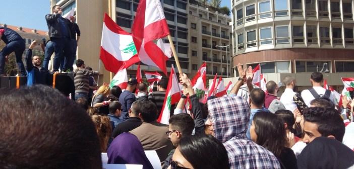تظاهرة في مواجهة الضرائب الاضافية التي يعمل النواب على إقرارها