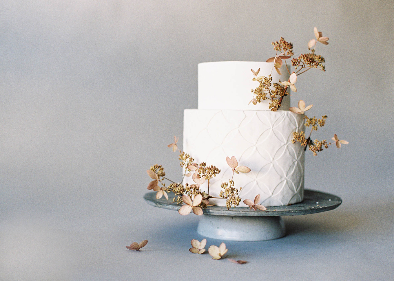 10 Cake Decoration Ideas For A Nature Inspired Wedding