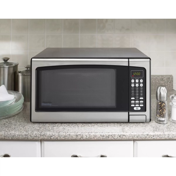 Danby 1.1 Cu. Ft. 1000w Countertop Microwave &