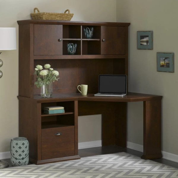 Yorktown Corner Desk And Hutch