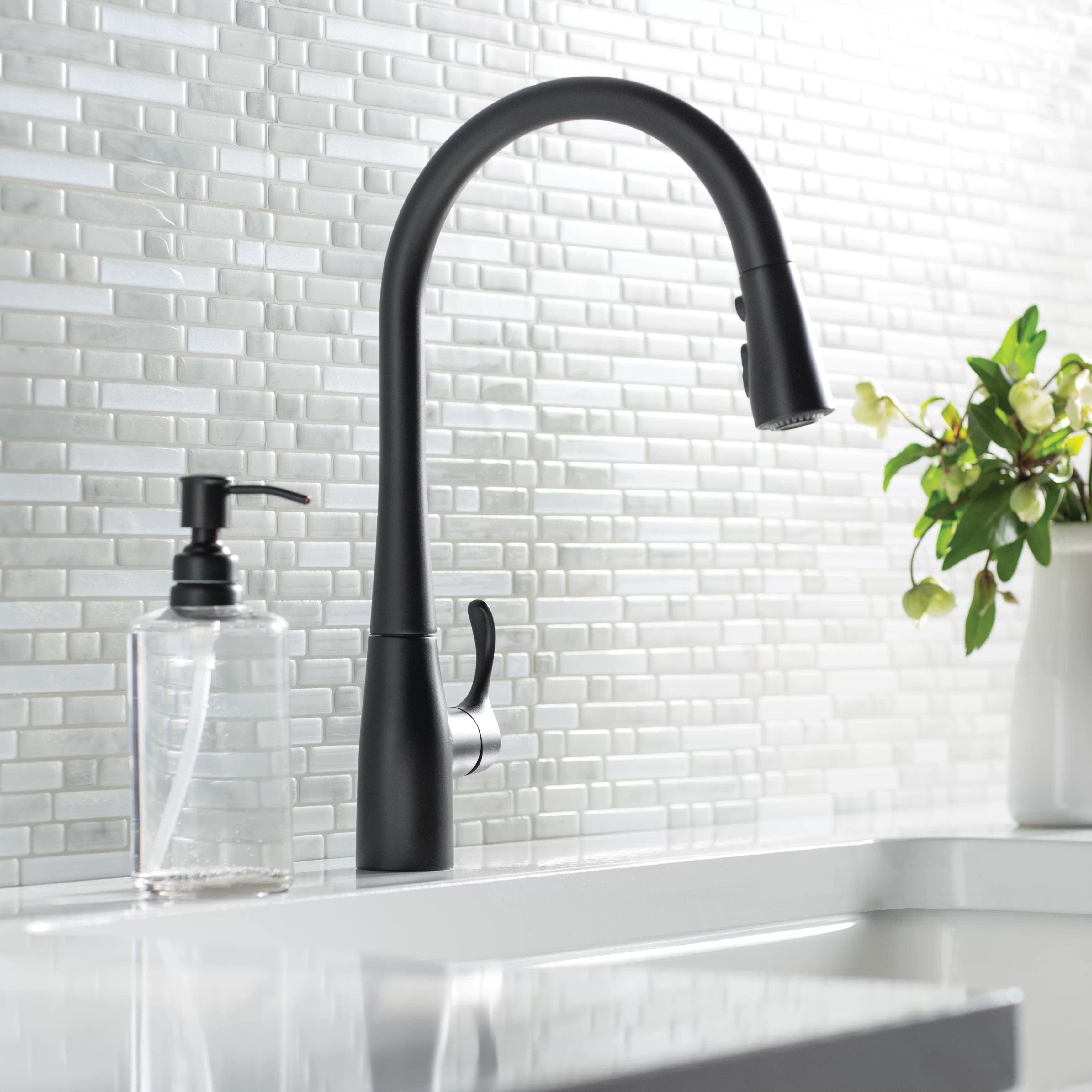 simplice pull down single handle kitchen faucet with sweep spray and docknetik