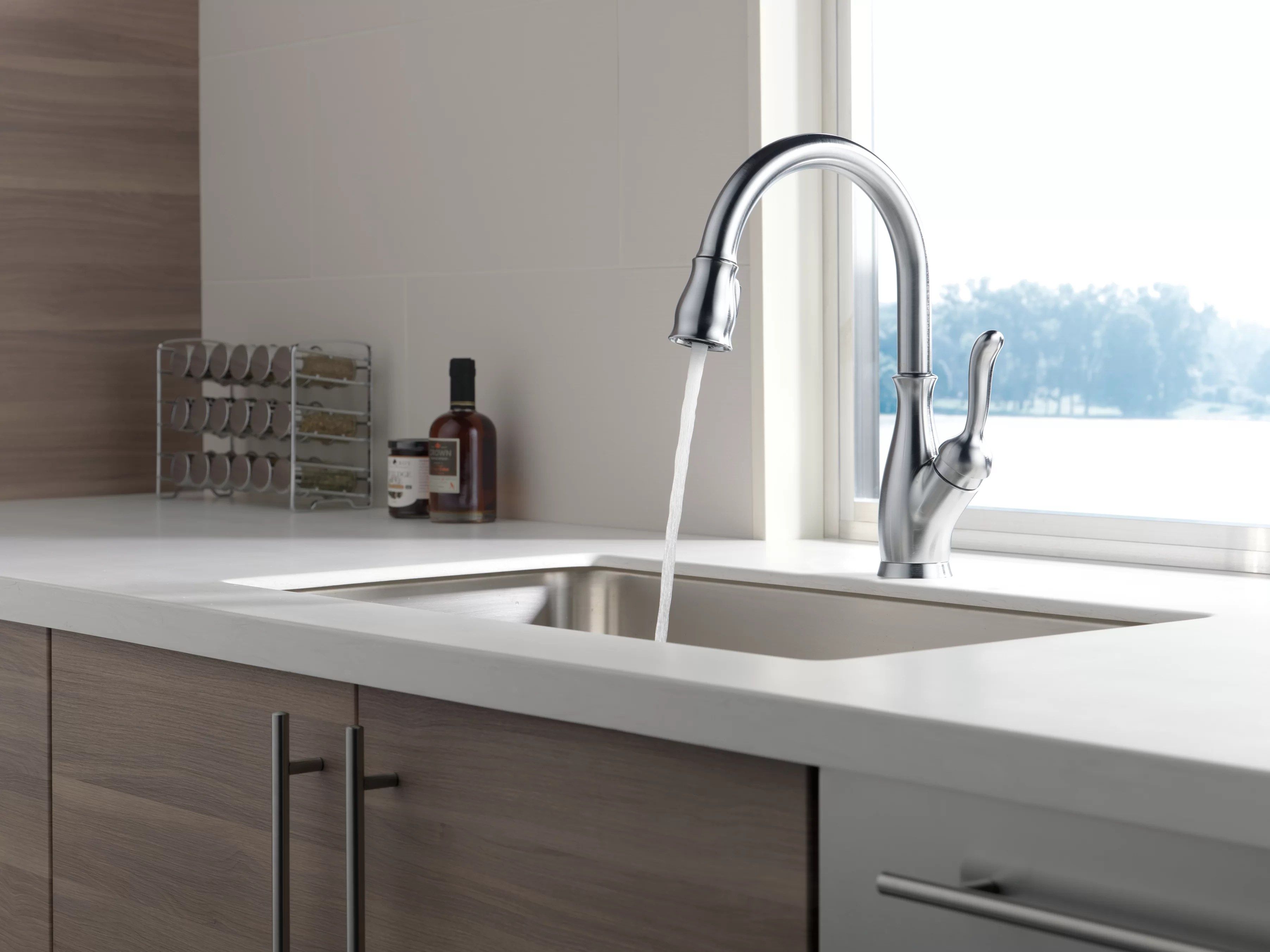 leland pull down single handle kitchen faucet with magnatite docking and diamond seal technology