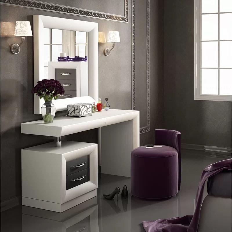 Everly Quinn Kirkwood Bedroom Makeup Vanity Set with