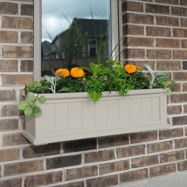 Mayne . Cape -watering Plastic Window Box