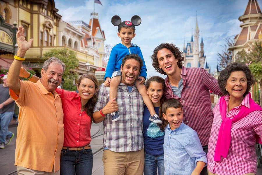 Welcome to Our World! What is Disney PhotoPass Service?