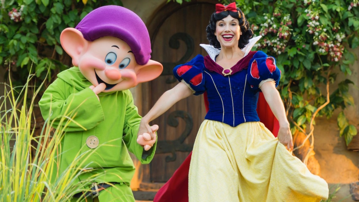 Snow White and Dopey at Storybook Dining at Artist Point at Disney's Wilderness Lodge