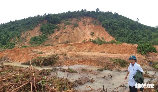 <em>A serious landslide buries an irrigation dam in Tuyen Hoa District, Quang Binh Province, Vietnam, October 2020. Photo:</em> Tuoi Tre