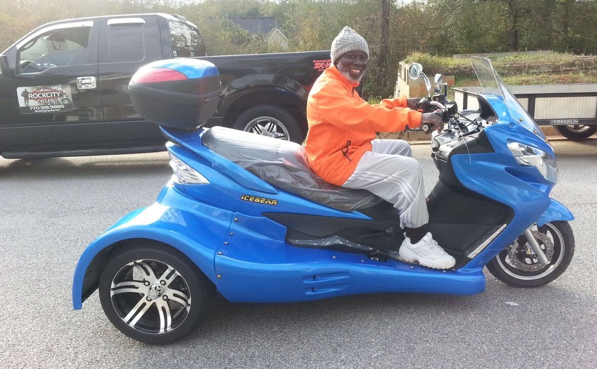 ernest with 2015 ice bear 300cc scooter [ 1164 x 720 Pixel ]
