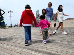Selv en gåtur på boardwalk er turen til Coney Island værd
