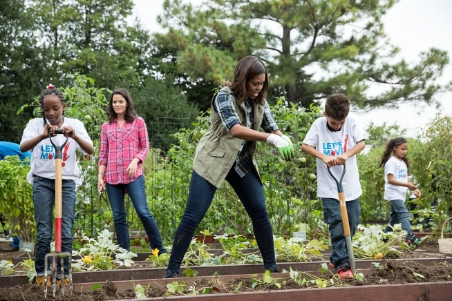 Michelle Obama - white house kitchen garden