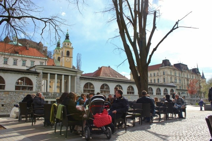 Ljubljana café culture: outdoor tables are popular on sunny spring afternoons - especially with a view of the Cathedral and Castle