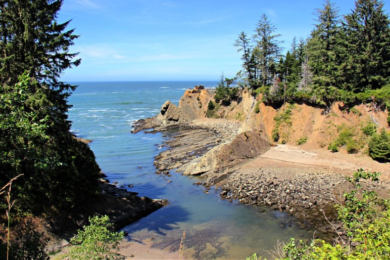 Views along Sunset Bay Beach Trail in Coos Bay, Oregon