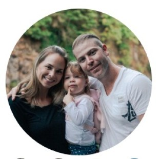 Circular photo of Kyle, Wealthy Affiliate co-founder, with his wife and child