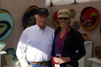 Jennifer Nauck of Estes Park Colorado wins First Place in Glass for the second year in a row, pictured here with Sedona Mayor Rob Adams.