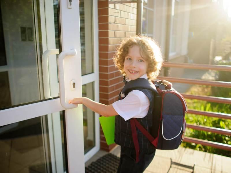 Como aumentar a segurança nas escolas sem medidas invasivas?
