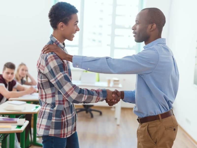 Saiba como receber alunos novos e integrá-los à escola no meio do ano