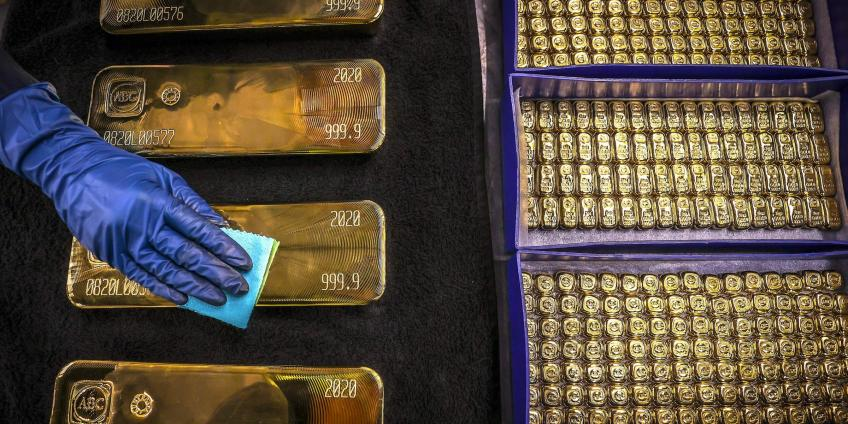 Gold Surges as Global Stocks See High Sell-offs