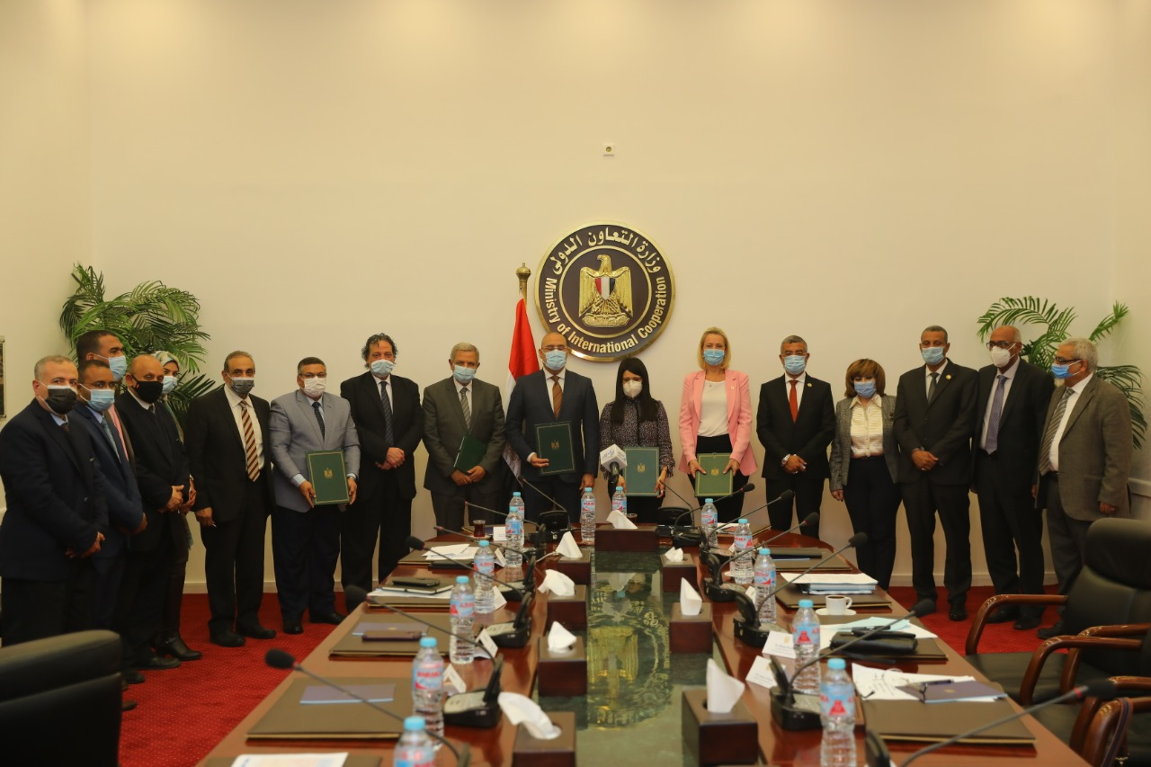 Rania Al-Mashat (M) and officials at the signing ceremony