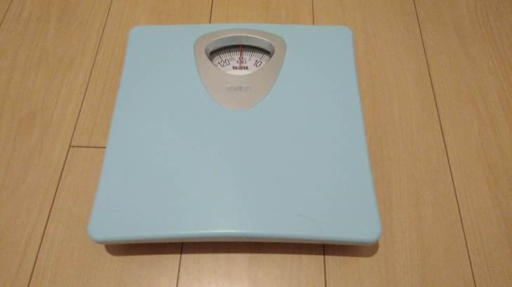 タニタのアナログ体重計 HA-851を買ってみた。1000円で購入できシンプルさがベスト。