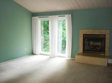 Ranier Court - Living Room Before