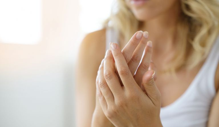Habits that ruin your nails